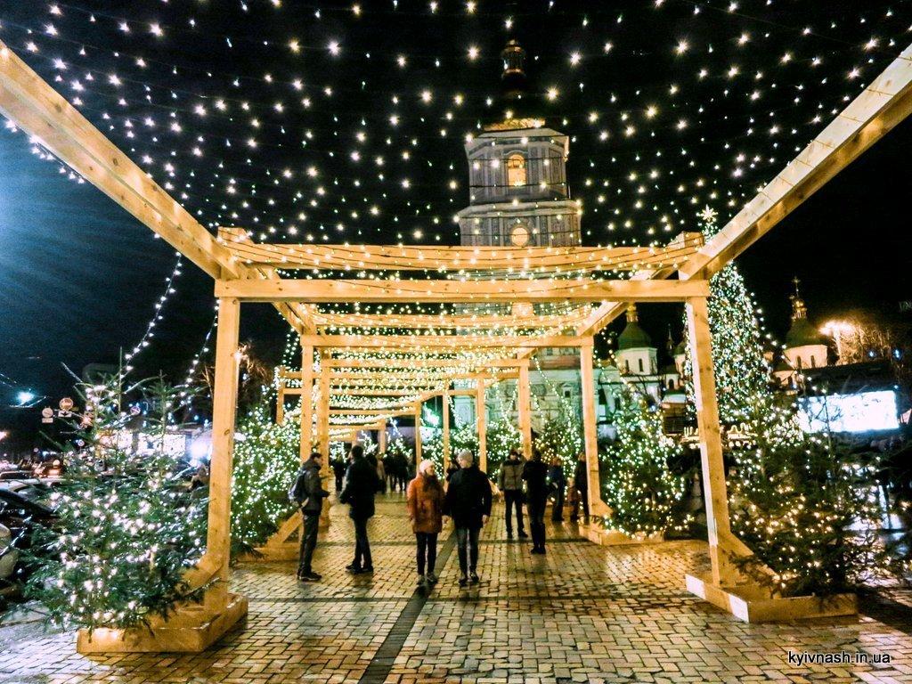 Софиевскую площадь украсит огромная снежинка