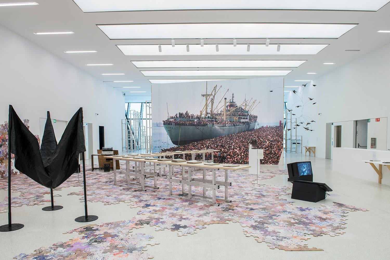 День как продолжение ночи, клабинг как стратегия выживания: столичный арт-центр Closer представляет новую выставку