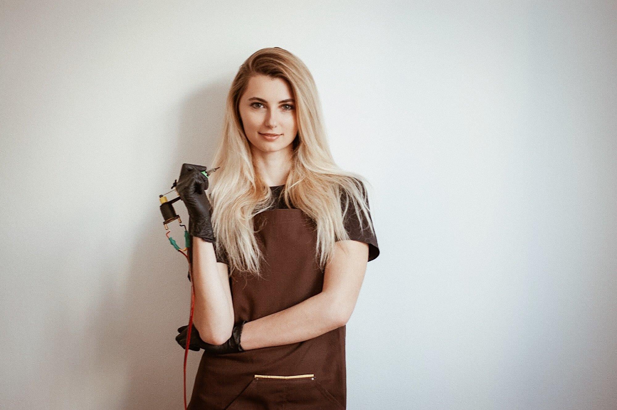 Будни татуировщицы: интервью с киевским мастером тату Анной Плюсниной @annaseamood