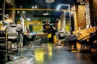 Подземелье, скелеты и радикальная стрижка: как Kyivmaps побывали в самом нестандартном салоне парикмахерских услуг
