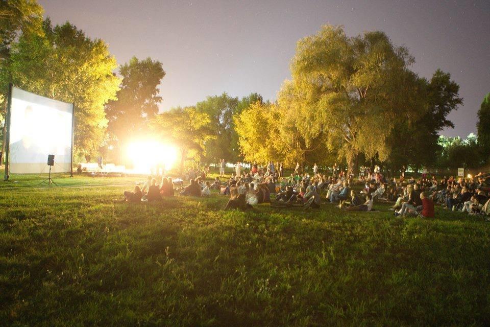 Кино под открытым небом: на Певческом поле снова можно наслаждаться фильмами