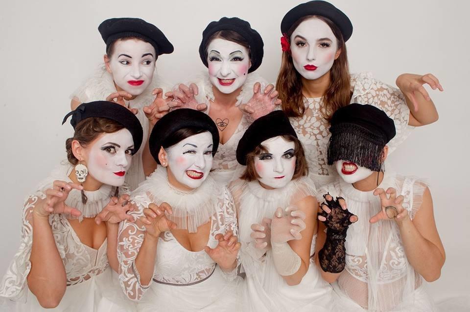 Казкові феї Dakh Daughters зіграють концерт на березі Дніпра