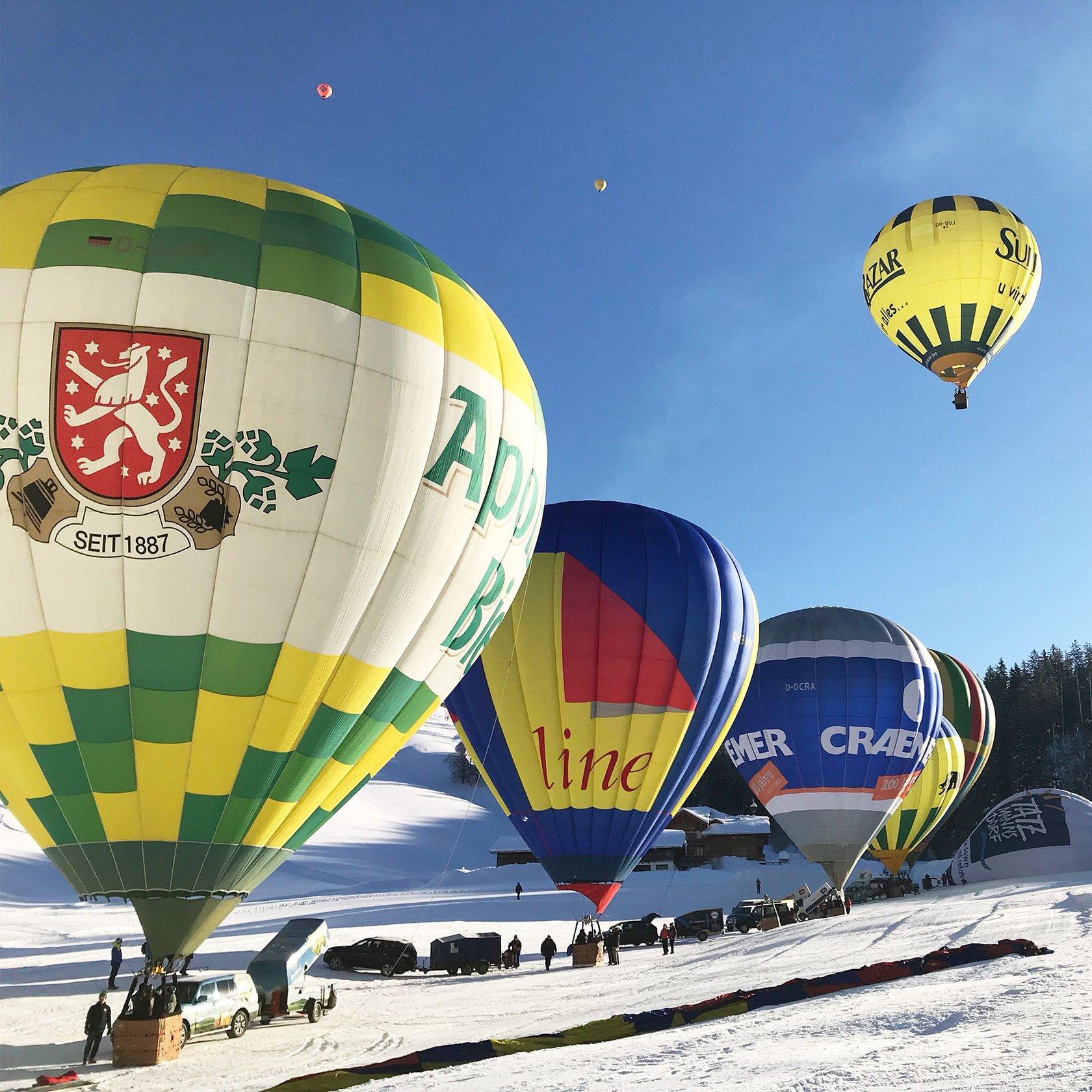 «Монгольф'єрія. Свято наближається»: у Києві злетять в небо Санта-Клауси