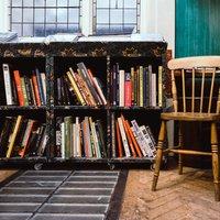 Рай букиниста: в каких заведениях Киева можно почитать книги