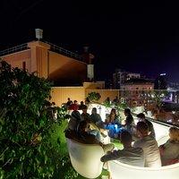 9 кращих барів Києва на даху: від пляжних розваг до розкоші Hyatt