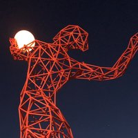 В Киеве появился интересный спортивный арт-объект Fire-Girl