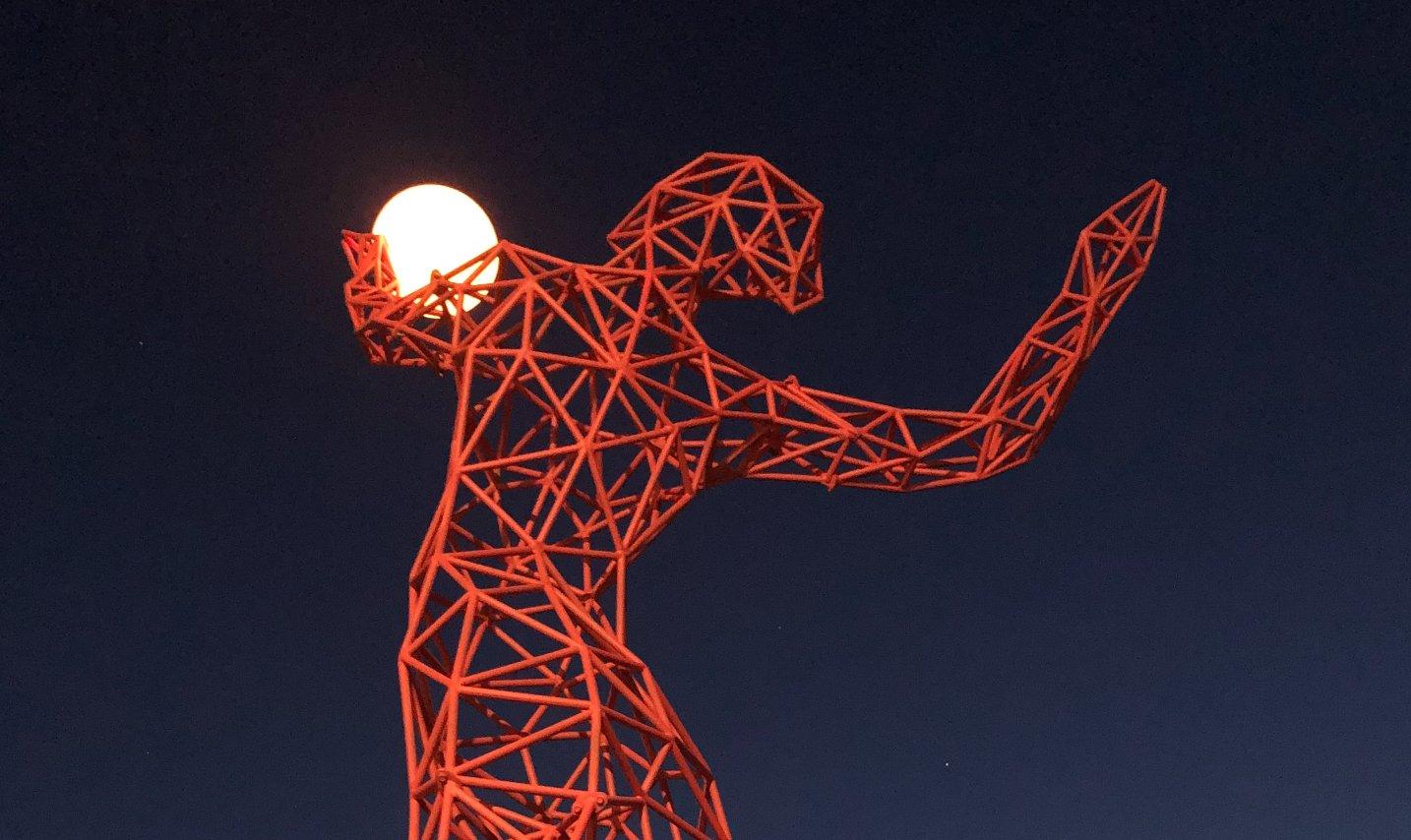 В Киеве появился арт-объект Fire-Girl от автора одной известных фигур Burning Man