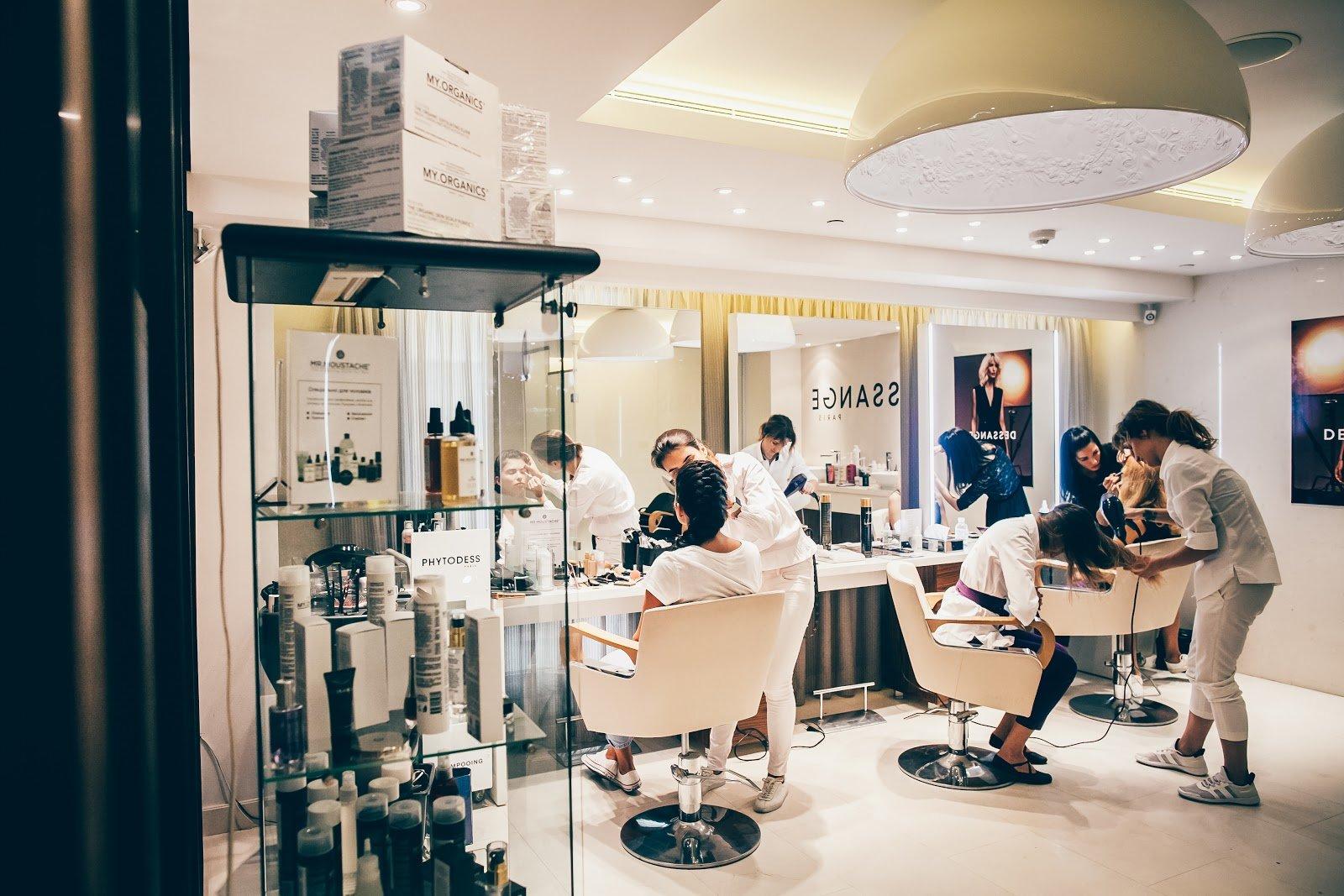 Beauty salon dessange information events map reviews for Dessange hair salon